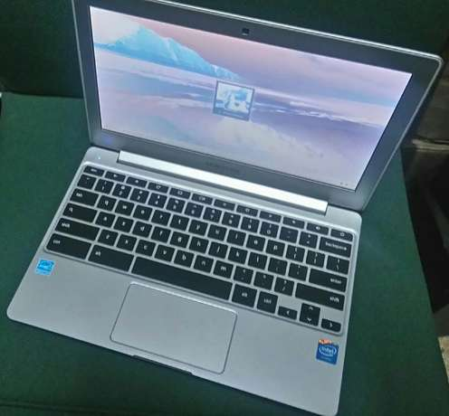 Samsung chrom laptop silver color good as new at 22,000ksh Nairobi CBD - image 3