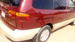 Toyota Sienna for 900k