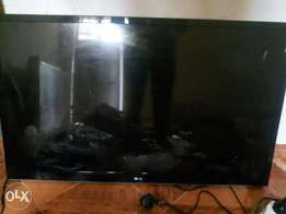 LG SCREEN 43 inches