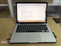 Macbook pro Retina display 13 inches core i5 8gb 256ssd MF840 pre owne