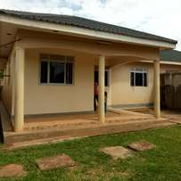 Executive three bedroom stand alone house for rent in najjera at 750k