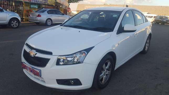 2012 chevrolet cruze sedan 1.6 ls,63000 kilo For R115,000 Kempton Park - image 2