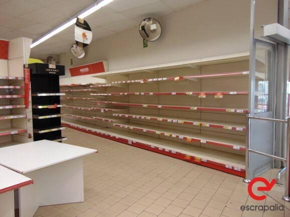 Sale lote de estanterías y mobiliario de supermercado warehouse