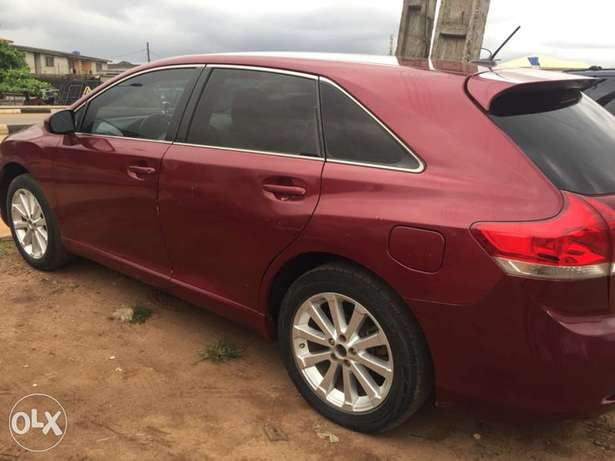 clean Toyota Venza buy and used no condition Ac chilling leather inter Ikotun - image 2