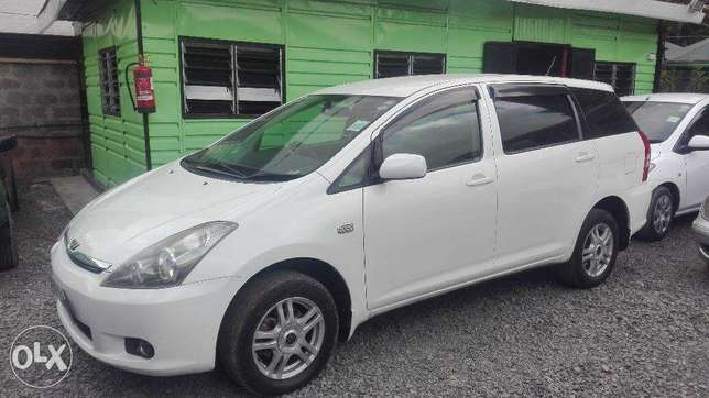 toyota wish 2005 4wd select super clean buy and drive 7seater Hurlingham - image 2