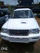 Double cabin L200 Mitsubishi pick up truck. 2002 model. Tokunbo.