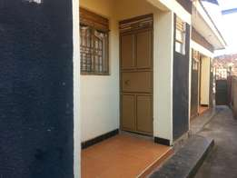 Self contained double room in Mpererwe at 250k