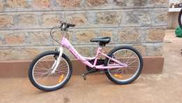 Girl's bike 20 inch wheels 18 months old excellent condition