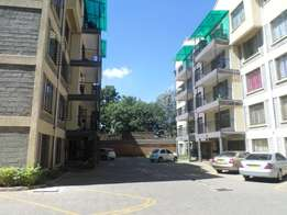Spacious Apt 3bedroom master ensuite Borehole to let in kilimani