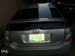 Toyota Prius 2004 model ( working perfect)