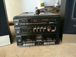 Hifi system with record player