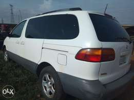 Toyota Sienna cute first body N899k