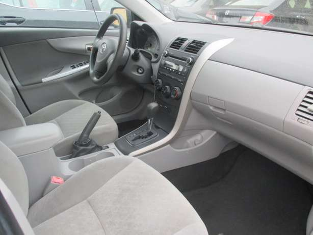 Very Clean Toyota Corolla 010, Silver, Tokunbo Lagos Mainland - image 8