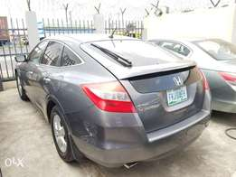 Honda Crosstour ( Xtremely Clean)