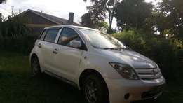 Toyota ist , clean, well maintained, buy n drive