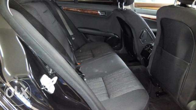 Mercedes C200 CGI Fully loaded Clean Unit on a Deal Nairobi CBD - image 3