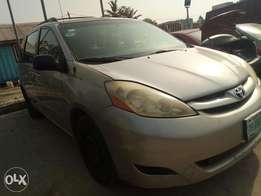 Toyota sienna 2006 LE first body