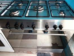 UK used five burners with oven and grill