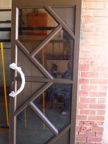 Aluminium doors and windows. Retractable security doors and barriers Secunda - image 5