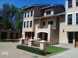 5 bedroom Townhouse to let