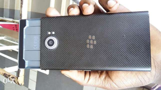 BlackBerry priv at 980,000 Kampala - image 2