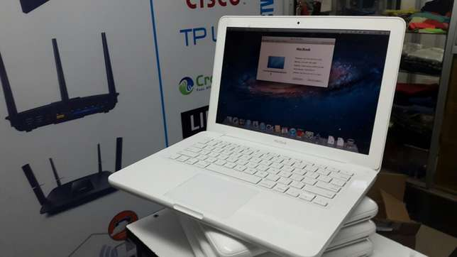 Macbook unibody core2duo laptop 2gb 250gb 256mb graphics kes 23k Nairobi CBD - image 2