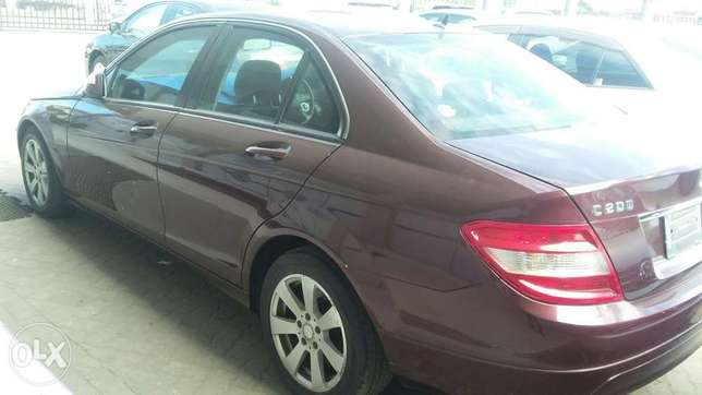 Benz c200 fully loaded 5s 4by4 Kilindini - image 2