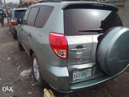 super clean 2008 rav4 with leather seats
