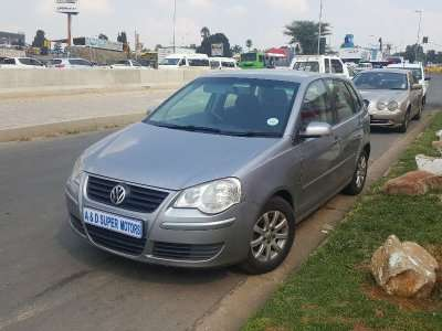 Silver 2009 Volkswagen Polo 1.6 Comfortline Automatic For Sale Johannesburg - image 2