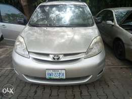 2008 Toyota sienna for sale in Abuja