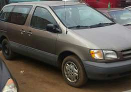 Clean 1999 tokunbo toyota sienna for 1.350k