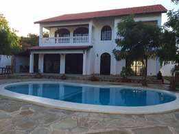 Classic 4bedroom,all ensuit house for sale in affluent serena area