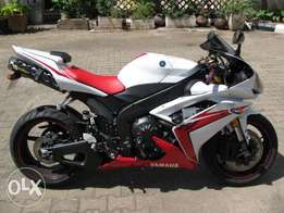 Yamaha R1, Aftermarket exhausts, handles, top quality!