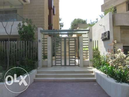 400 sqm 1st fl. apartment + 200 sqm gard. & VIEW in Yarze, Baabda