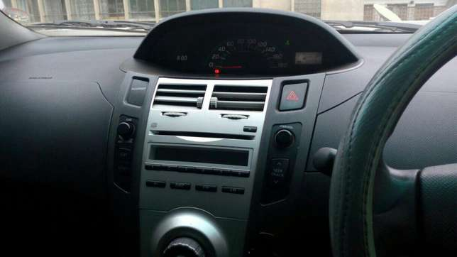Toyota Vitz 1300cc KBW extremely clean in super condition Nairobi CBD - image 2