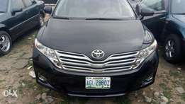 A sharp 2010 toyota venza for grab in uyo aks.