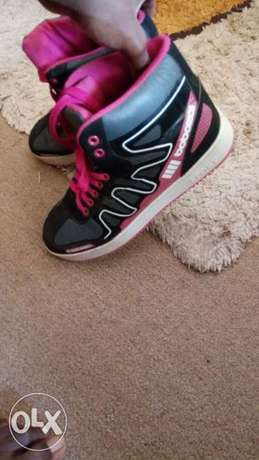 Pink black and white sneakers for an affordable price Kampala - image 4
