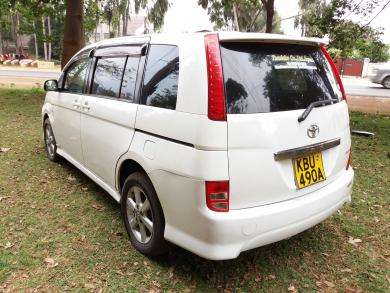 Toyota isis. Trade in accepted!! Nairobi CBD - image 5