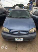 Super clean Nigeria used Toyota Sienna 2002 model.