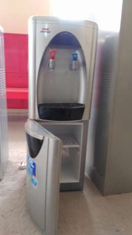 Hotpoint water dispenser Hurlingham - image 4