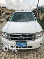 extremely clean Tokunbo Ford Excape just like new