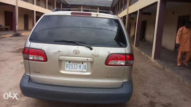 Toyota sienna at affordable price Akure South - image 4