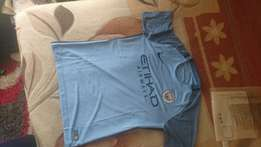 Selling original Manchester city home and alternate kit 2017