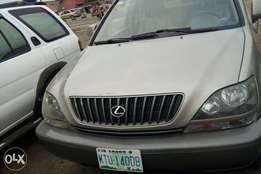 super neat lexus Rx 300 ... 2.1m slightly negotiable