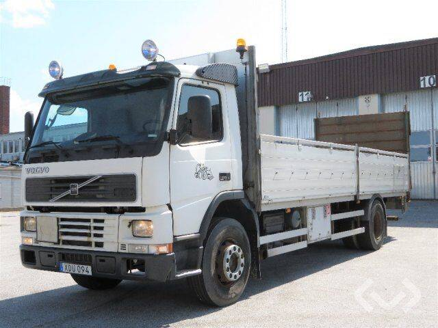 Volvo FM 4x2 Flat bed with ramp - 00 - 2000