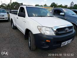 Toyota hilux 2011model 2.5L D local low mileage in super condition