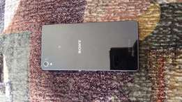 Am selling my Sony Z3 for only R 2.5