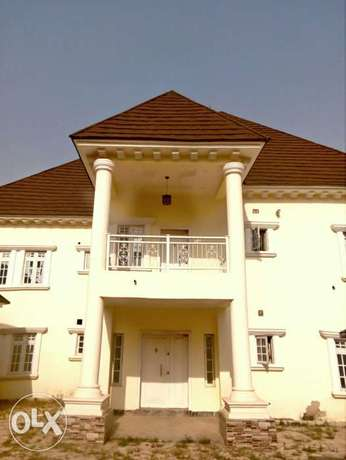 A luxurious 5 bedroom duplex and bungalow for sale. Gwarinpa Estate - image 4