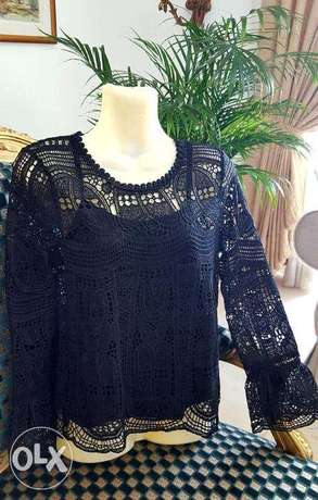 never worn lace top size small