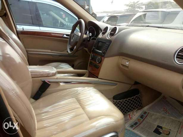 Foreign used 2007 Mercedes Benz Ml350 4matic. Direct tokunbo Lagos Mainland - image 3